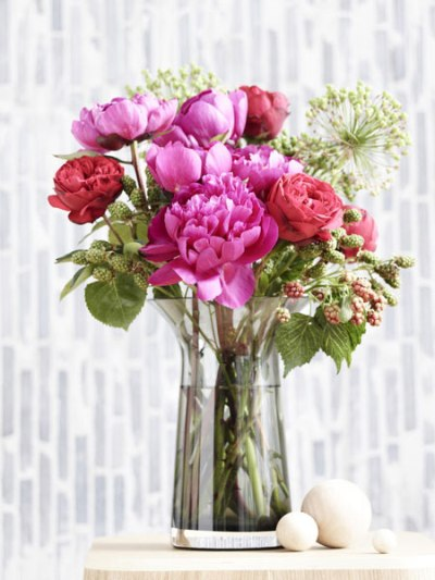 Сочетания пионов с розами в букете