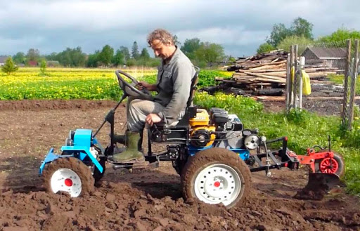 Мини-тракторы и мотоблоки — лучшие помощники в сельском хозяйстве